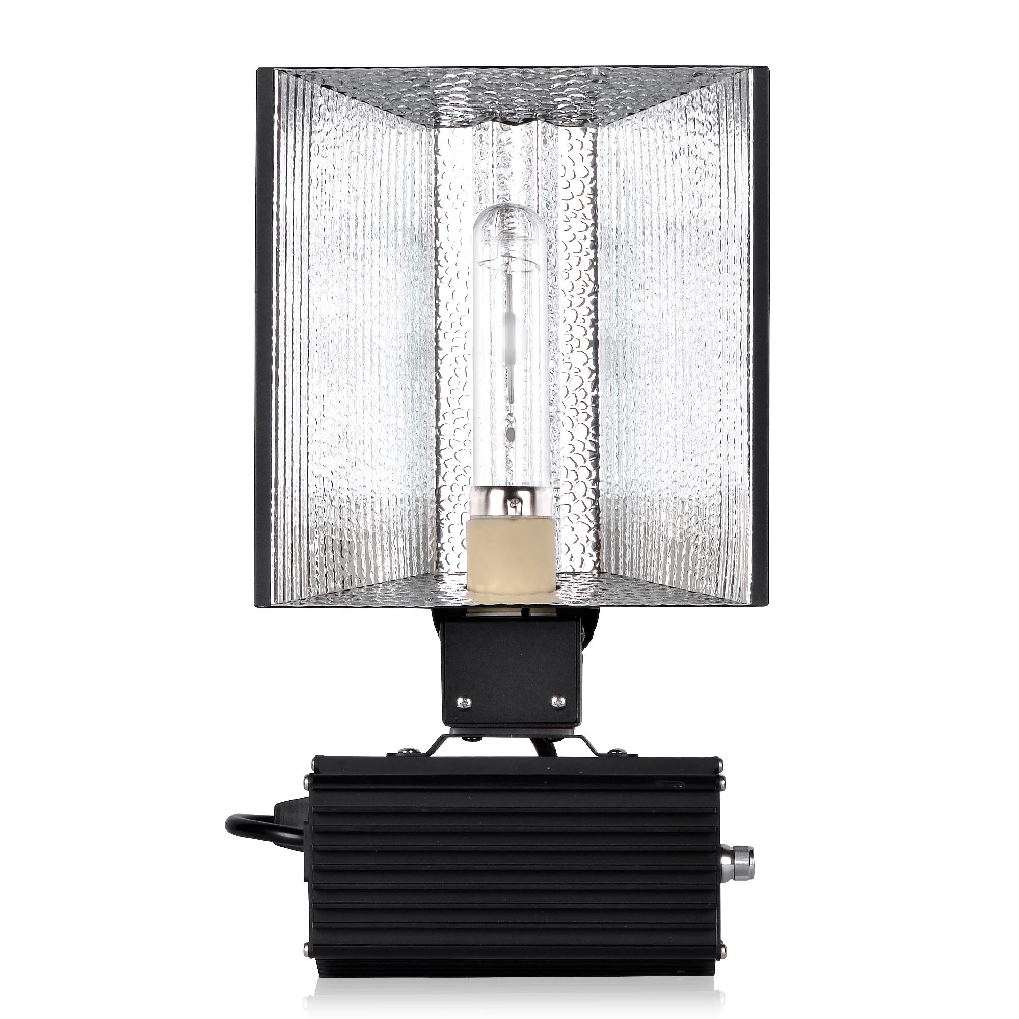 Ceramic metal halide horticultural lighting fixture